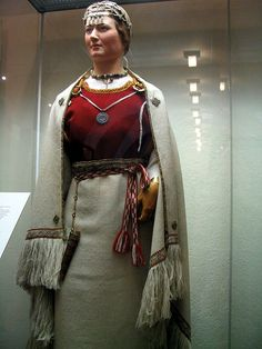 Great ancient Finnish costume Also extremely sexy. Viking Garb, Viking Dress, Historical Costume, Historical Clothing, Folk Costume, Costumes, Norse Vikings, Folk Dance, Fashion History