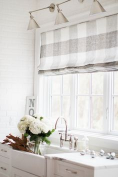 Kitchen Window Roman Shade - Kitchen Window Roman Shade, Change the Look Of Your Roman Shades Easily with Fabric and Home Decor Kitchen, Home Kitchens, Kitchen Ideas, Warm Grey Kitchen, Nice Kitchen, Kitchen Sink, Blinds Design, Kitchen Window Treatments, Kitchen Window Coverings