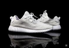 "adidas Yeezy Boost 350 ""White"" // Detailed Look Fashion News, Fashion Shoes, Mens Fashion, Fashion Trends, Kanye West, Yeezy Season, Sneaker Magazine, Yeezy Shoes, Voluptuous Women"