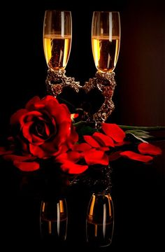 Champagne and Roses - - Yahoo Image Search Results Happy Birthday Wishes, Birthday Greetings, Wine Glass Images, Romantic Evening, New Years Eve Party, Beautiful Roses, Happy Valentines Day, Red Roses, Instagram