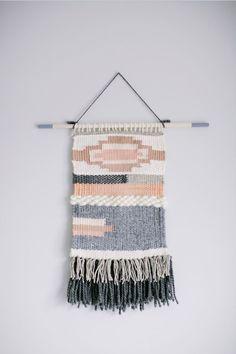 He encontrado este interesante anuncio de Etsy en https://www.etsy.com/es/listing/226726335/custom-handmade-weaving-wall-hanging