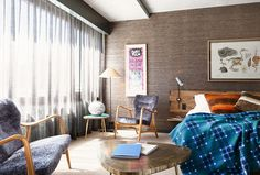 Bold hotel room decor / Get started on liberating your interior design at Decoraid (decoraid.com)