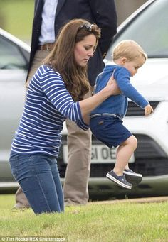 Prince George sits on slim mother Kate Middleton's knee six weeks after Princess Charlotte's birth | Daily Mail Online