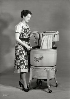 Shorpy Historical Photo Archive :: Through the Wringer: 1950 My mother had one of these washers when I was little....