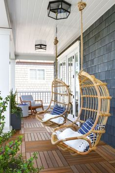 Swing into Summer: Porch Swings for Every StyleBECKI OWENS Farmhouse Porch Swings, Farmhouse Front Porches, Farmhouse Table, Farmhouse Ideas, Modern Farmhouse, Outdoor Spaces, Outdoor Living, Small Front Porches, Front Porch Swings