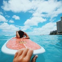 Surfing holidays is a surfing vlog with instructional surf videos, fails and big waves Beach Aesthetic, Summer Aesthetic, Bff, Outfits Inspiration, Life Inspiration, Gopro, Tumblr Hipster, Videos Photos, Summer Goals