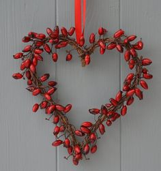 Tinker rose hip decoration - 41 charming DIY ideas- Hagebutte Deko basteln – 41 charmante DIY-Ideen Door wreath with rose hip and tree branches! Red Christmas, Christmas Wreaths, Christmas Decorations, Holiday Decor, Advent Wreaths, Seasonal Decor, Christmas Stockings, Diy Advent Calendar, Wall Calendars