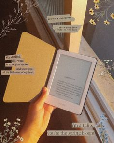 Kindle, livro, Tumblr, aesthetic Spring Aesthetic, Book Aesthetic, Aesthetic Pictures, Kindle, Book Flatlay, Coffee And Books, Study Inspiration, Book Journal, Book Photography