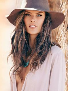 Sexy Alessandra Ambrosio