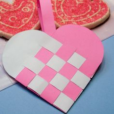 Woven Paper Heart Valentine Baskets Woven heart basket in pink with cookies Valentines Day Baskets, Valentines Art, Preschool Arts And Crafts, Crafts For Kids, First Grade Crafts, Heart Projects, Basket Crafts, Paper Weaving, Shape Crafts