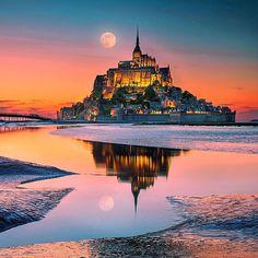 A majestic landscape shot by @ilhan1077 ・・・ Mont saint michel - France Good night 😊👋🏻 #landscape #igers #instalove #instalike #photographer #photography #instalove #inspiring #landscape captures #instagood #instamood #share #creative #reflection #lovethis