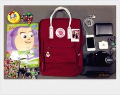 投稿《What's in your Kånken bag ?! 》徵件活動-by 張芷瑜 款式: Kånken classic 510公牛紅/白 說明: 整個包包充滿著爸爸媽媽家人好朋友和男朋友 的愛~因為沒有一個東西是我自己買的heehee 除了這個KANKEN之外啦 Nikon, What In My Bag, Kanken Backpack, My Bags, Backpacks, Outfits, Fashion Styles, Suits, Backpack