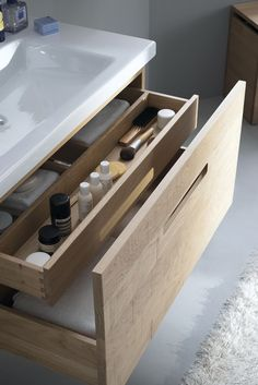 Meuble salle de bain en bois, blanc, lavabo design, vasque… Smooth, sawed or gouged facades for this interior furniture nicely … Gorgeous Bathroom, Diy Bathroom, Laundry In Bathroom, Bathroom Furniture, Bathroom Layout, Bathroom Interior, Built In Storage, Storage, Bathroom Decor