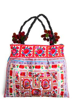Love the colors of this bag! I have one similar to this, but with a black background... pom poms are what make this bag unique to the country