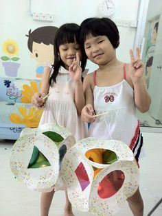 Get ready for the mid-autumn festival~~ Make your own lantern with paper plates~~ Easy & Fun!