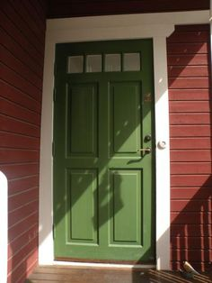 Grön ytterdörr från Snickarglädje Green Front Doors, Front Door Colors, Red Houses, Red Cottage, Red Barns, Entrance Doors, House Painting, Home Projects, Tall Cabinet Storage