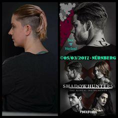 Die Haare sind zwar noch etwas zu lang und haben noch nicht die richtige Farbe aber ich mag das Bild trotzdem....😄 // The hair is still a bit too long and not yet the right color but I like the picture anyway ....😄  Ort: Reser's Wohnzimmer - Nürnberg  Model: Akasha Cosplay als Jace Wayland - Schattenjäger 📷 by @reser.photo 📸 Edits by: Akasha Cosplay ©05/03/2017