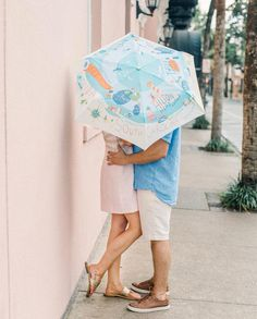 Rain or shine we are all heart eyes for this adorable South Carolina scene sunbrella spotted at the @millshousehotel. ☀️⛱☀️ What a fun way…