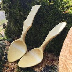 Carving has been slow, so here's two in maple I did a couple weeks ago. #sloyd #treen #realcraft #woodcraft #woodcarving #woodenspoon