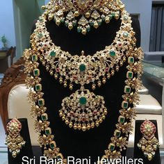 In Every ones eyes and word. Stand apart from the crowd by being eye catcher. Heritage Ruby and Rosecut kundan choker with Flat Polki medium haar and peacocks haar. MAHARANI COLLECTIONS from Sri Raja Rani Jewellers. Indian Jewellery Design, Jewelry Design, Bridal Jewelry Sets, Bridal Jewellery, Handmade Jewellery, Bridal Necklace, Gold Necklace, Nizam Jewellery, Antique Jewellery