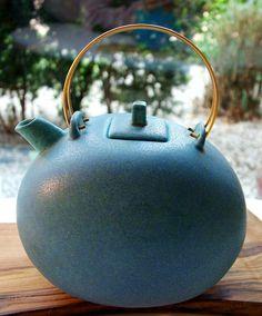 Gösta Grahs teapot for Rörstrand Atelje.