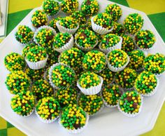 ideias para festa da copa do mundo - Bing images Soccer Birthday Parties, Soccer Party, Sports Party, Brazil Party, Kinds Of Desserts, Glow Party, Desert Recipes, Mini Cupcakes, Cookie Decorating
