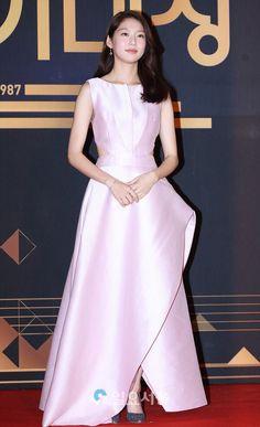 Gong Seung Yun (공승연) / Yoo Seung Yeon (유승연) Senior Girl Poses, Senior Girls, My Only Love Song, Gong Seung Yeon, Song Hye Kyo, Korean Actresses, Beauty Queens, Korean Drama, Blood