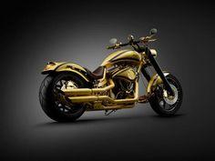 """O designer Lauge Jensen, dono de uma empresa dinamarquesa especializada em customização de motos, tem um lema: """"Se você pode sonhar, nós podemos construir"""". Desta vez o sonho é caro como uma jóia rara. Na denominada Goldfinger Jensen cobriu uma de suas criações com uma camada de ouro 24 quilates e 250 pequenos diamantes distribuídos pela moto. Depois de ser exibida em feiras de Mônaco e Dubai foi vendida a um comprador não revelado por US$ 850 mil."""