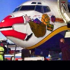 """Notícia de última hora: Acidente de percurso com o """"Senhor Noel"""", parece que este ano não vão haver presentes."""
