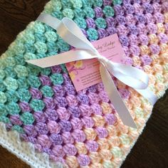 Easy Crochet Afghans Lullaby Lodge: Crochet Tutorial - The Granny Stripe - Get your retro on! Learn how to make a gorgeous crochet granny stripe blanket in this step by step tutorial. Granny Stripes, Granny Stripe Blanket, Crochet Baby Blanket Free Pattern, Easy Crochet Blanket, Granny Square Crochet Pattern, Crochet Stitches Patterns, Crochet Granny, Mermaid Crochet Blanket, Baby Afghan Patterns