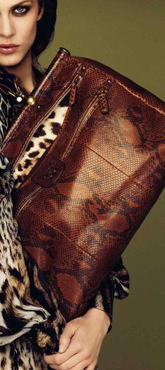 Collection Roberto Cavalli et Just Cavali : Roberto Cavalli Animal Print Fashion, Fashion Prints, Animal Prints, Beautiful Handbags, Beautiful Bags, Roberto Cavalli, Estilo Glamour, Look Fashion, Womens Fashion