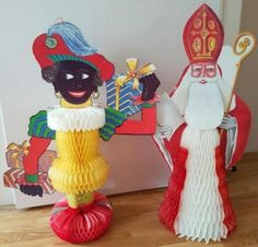 Sint Nicolaas en Zwarte Piet - etalage / winkel decoratie voor de Sinterklaastijd  - figuren van papier met een hoogte van 80 cm