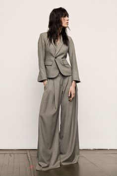 Nili Lotan Fall 2017 Ready-to-Wear Fashion Show Collection: See the complete Nili Lotan Fall 2017 Ready-to-Wear collection. Look 16 Style Casual, My Style, Urban Fashion, Fashion Looks, Nili Lotan, Fashion Show Collection, Business Fashion, Business Style, Dandy