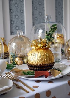 How to set your table with a stunning gold Christmas theme and giant Ferrero Rochers.