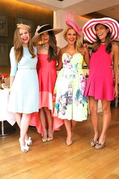 How to throw a kick axx Kentucky Derby Party? Combine girlfriends, fashion, the yummiest food, and Stella Artois Cidre Beer and it becomes a fabulous party. I had so much fun getting together with my… Kentucky Derby Outfit, Kentucky Derby Fashion, Derby Attire, Derby Outfits, Races Fashion, Party Fashion, Tea Party Outfits, Spring Fashion Outfits, Dress Fashion