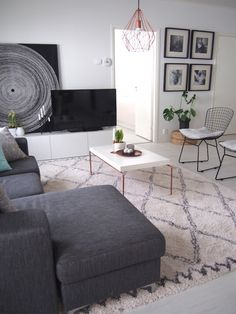 Olohuone_5 Case Closed, Beautiful Interiors, Ottoman, Room Ideas, Living Room, Future, Chair, Table, House
