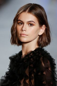 Shaggy Medium Length Bob - 60 Messy Bob Hairstyles for Your Trendy Casual Looks - The Trending Hairstyle Short Hair Updo, Short Bob Hairstyles, Short Hair Cuts, Short Hair Styles, Models With Short Hair, Model Hairstyles, Short Grunge Hair, Short Hair Trends, Woman Hairstyles