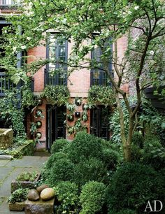 Julianne Moore's Garden Sanctuary in New York Photos | Architectural Digest