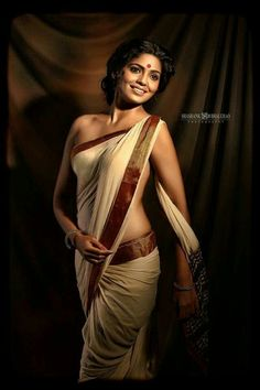 Beautiful Indian Aunties in Saree- Amazing Photo Gallery