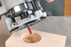 Woodworking 101 Boring big or odd-size holes just got a whole lot easier using this simple method. Router Jig, Wood Router, Router Woodworking, Easy Woodworking Projects, Woodworking Techniques, Woodworking Tools, Wood Projects, Cigar Box Projects, Trim Router