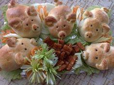 ... (Gefüllte) Schweinebrötchen - mit (Käse)sticks am Schweinetrog anrichten.... Inspiration Cute Food, Good Food, Appetizer Recipes, Appetizers, China Food, Sandwich Cake, Snacks Für Party, The Dish, Creative Food