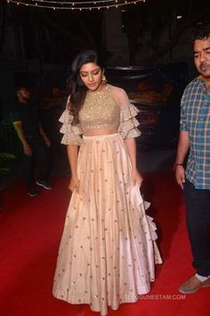 Eesha Rebba Photos at Zee Telugu Comedy Awards 2018 - Telugu Actress Party Wear Indian Dresses, Designer Party Wear Dresses, Indian Fashion Dresses, Indian Gowns Dresses, Dress Indian Style, Indian Designer Outfits, Indian Outfits, Choli Designs, Fancy Blouse Designs