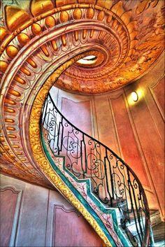 Incredible staircase...