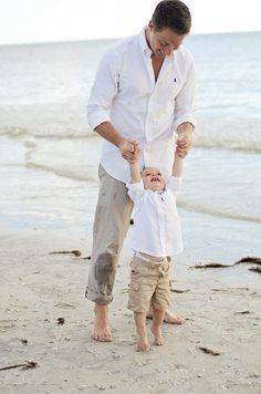 If you're looking for some styling inspiration for your next family photo-shoot here are 11 adorable matching outfits for daddy and son. Family Photo Outfits, Matching Family Outfits, Boy Outfits, Father Son Photography, Family Photography, Beach Photography, Children Photography, Photography Ideas, Daddy And Son
