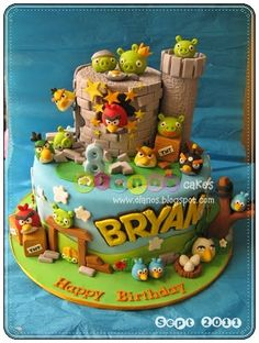 Perfect cake for an Angry Birds party! All elements of the game in one outstanding cake. - Cake by Olanos Cakes. Torta Angry Birds, Angry Birds Birthday Cake, Angry Birds Cupcakes, Bird Birthday Parties, Bird Cookies, Bird Party, Character Cakes, Festa Party, Cake Decorating Supplies