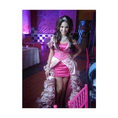 Foto del vestido de Patito (Danna Paola) para su fiesta de quince años ❤ liked on Polyvore