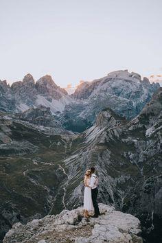 Alpine Liebe: After Wedding in den Dolomiten Wedding Design Inspiration, Elopement Inspiration, Elopement Ideas, Elope Wedding, Italy Wedding, Wedding Ceremony, Elopement Wedding, Lesbian Wedding, Wedding Vintage