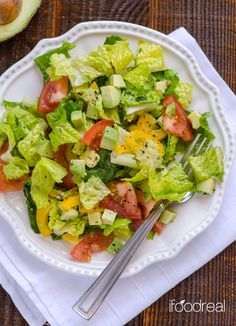 Spring salad with #avocado and lemony dill dressing that will make you forget all about the cold weather.