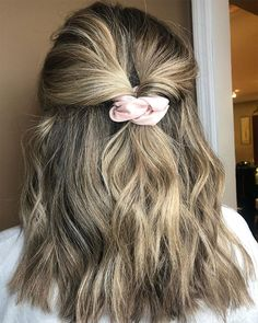 Totally Rad Hairstyles That'll Make You Glad Scrunchies Are BackYou can find Teen hairstyles and more on our website.Totally Rad Hairstyles That'll Make You Gla. Box Braids Hairstyles, Short Shag Hairstyles, Lob Hairstyle, Baddie Hairstyles, Scrunchy Hairstyles, Short Hair Hairstyles Easy, Hairstyles For Girls, Cute Everyday Hairstyles, Anime Hairstyles