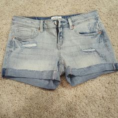 Never worn Aeropostale shorts I removed the tag on these before trying on and they don't fit! So they are brand new without the tag. Size 3/4. Light wash denim. Aeropostale Shorts Jean Shorts